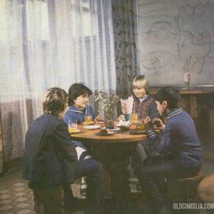 """Дети в кафе """"Гугуцэ""""."""