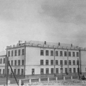 """Молдавская средняя школа №1. Сегодня это лицей """"Ion Creanga"""" 1950-60 гг."""