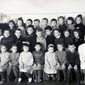 "Воспитанники детского сада ""Аурика"". с воспитателями. Фото из альбома Тимура Алдахонова."
