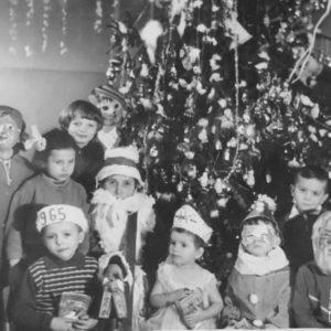 Судя по надписи на шапке мальчика, это накануне 1965 года. Фото из альбома Тимура Алдахонова.