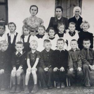 Ученики и учителя одной из школ. 1951 г. Фото из альбома Тимура Алдахонова.