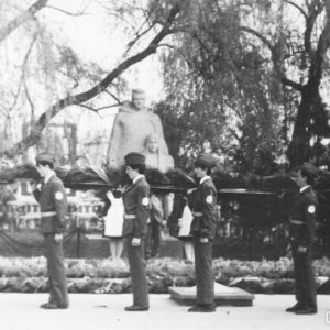 Ученики Школы №3 на возложении цветов к мемориалу. Фото предоставил Ион Орлов.