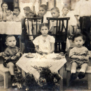 В одном из детских садов Чимишлии. 50-е. Фото из семейного архива Анны Ашуровой.