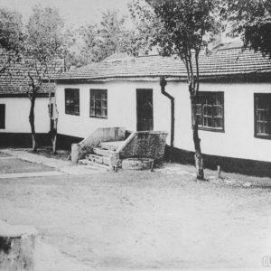Бывшее здание школы, сейчас это районный архив. 1964 год.