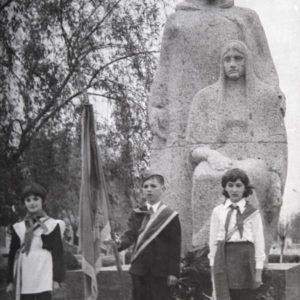Мемориал. Пионеры. Май. 1975 г.  Фото из архива Леонида Ходько.
