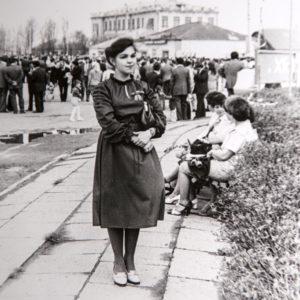 Первомайская демонстрация. На фото Наталья Ходько. 1980 г. Фото из архива Леонида Ходько.