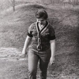 Вид с горки (овраги). На фото Наталья Ходько. 1980 г.  Фото из архива Леонида Ходько.