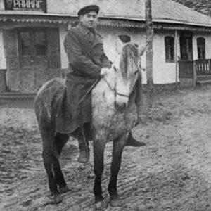 Виктор Кроитор в центре Чимишлии. Середина 40-х годов. Фото из семейного архива Анны Ашуровой.