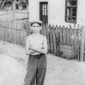 На одной из улиц Чимишлии. Фото из семейного архива Анны Ашуровой.