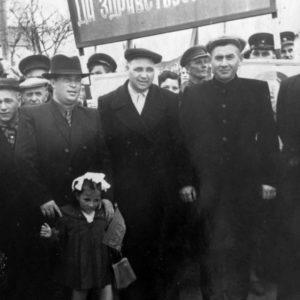 Первомайская демонстрация. Чимишлия. 50-е годы. Фото из семейного архива Анны Ашуровой.
