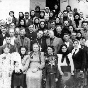 Прихожане Чимишлийской церкви. 1960-65 гг. Фото: Виктор Присэкару.