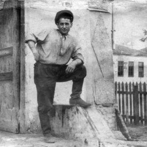 Когда-то, на месте нынешнего ресторана находился небольшой завод. Фото было сделано именно с места на котором стоял ресторан. Из архива Анны Ашуровой.