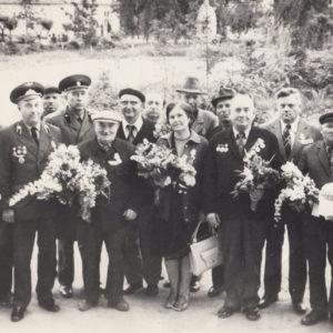 Ветераны ВОВ на мемориале в центре Чимишлии. 70-е. Фото из семейного архива Анны Ашуровой.