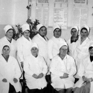 Коллектив инфекционного отделения. 1976 г. Фото предоставил Сергей Балабан.