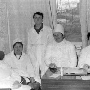 Коллектив тубдиспансера. 1988 г. Фото из семейного архива Анны Ашуровой.