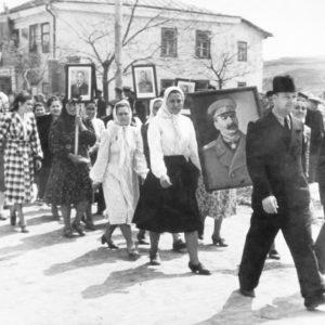 Коллектив больницы на демонстрации. 1952 г.