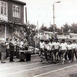 Почетный обход. Спортивная жизнь чимишлийцев в 80-е годы. Открытие спортивного сезона.Источник: Спортивная школа.