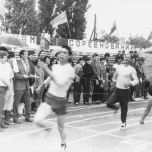 Бег. Спортивная жизнь чимишлийцев в 80-е годы. Открытие спортивного сезона. Источник: Спортивная школа.