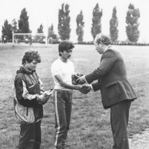 Награждение победителей. Спортивная жизнь чимишлийцев в 80-е годы. Открытие спортивного сезона. Источник: Спортивная школа.