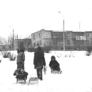"""Зимние развлечения. Парк имени М. Еминеску. Все его знают под названием """"треугольник"""". 1985 г. Источник: Вячеслав Чеботкевич."""