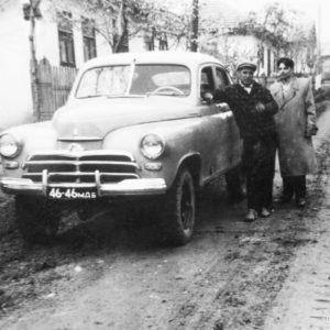 Первый чимишлийский внедорожник середины 60-х, справа руководитель хозяйственной части чимишлийской больницы - Балабан Петр. Источник: Сергей Балабан.