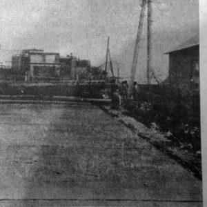 """Строительство бетонной дороги. Фотография в газете """"Valul lui Traian"""" за 1992 год."""