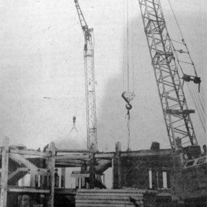 """Строительство лицея по улице Дечебал. Фотография в газете """"Valul lui Traian"""" за 1992 год."""