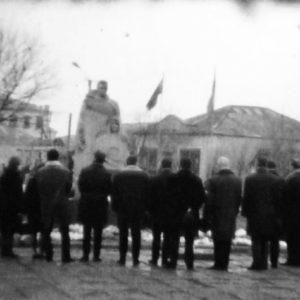 Возложение цветов к мемориалу официальными лицами.1972 г. Источник: Ивана Корнеску.
