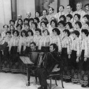 Городской хор. Был сформирован в основном из учительского состава средней школы №3. Фото из альбома Екатерины Харуца.