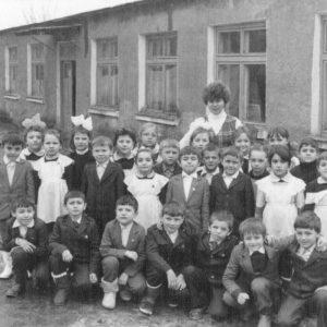 Ученики молдавской средней школы №3. Осень 1987 года. Фото предоставил Константин Котруцэ.