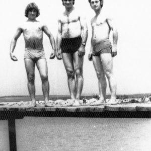 Центральное озеро Чимишлии. В. Матей, Тудор Кобзак и Фёдор Кощук. Лето 1976 года. Источник: Иван Корнеску.