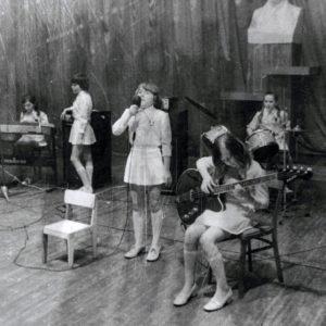 """Ансамбль """"Ромашка"""". Школа искусств. 70-е. Источник: Иван Ганели."""