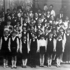 Вероятно, это детский хор. Школа искусств. 70-е. Источник: Иван Ганели.