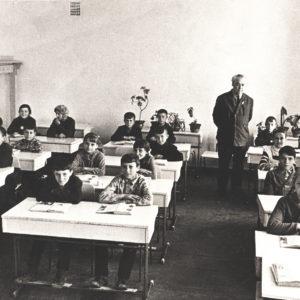 """Школа № 1. 6 """"Б"""" класс. Преподаватель - Кеорпек Георгий Димитревич. 15 апреля 1972 года. Источник: Адриан Пыслару."""