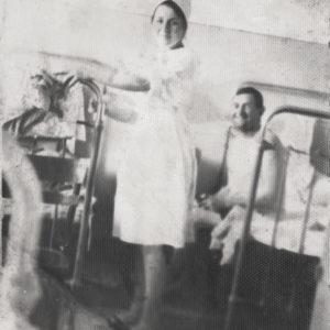 Медсестра и пациент Кирилл Булат. Чимишлийская больница. Возможно 50-е или 60-е годы. Источник: Адриан Пыслару.
