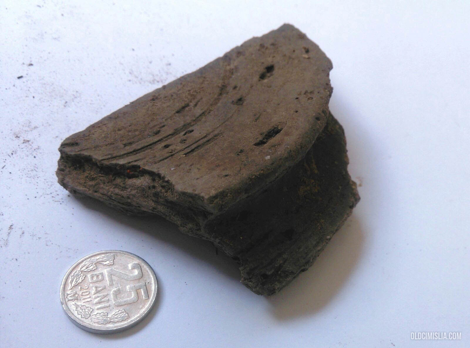 Дно сосуда. Черная керамика - один из видов керамики, обожженной по специальной технологии – в дровяной печи без доступа кислорода.