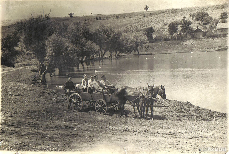 Сельское озеро.