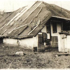 Один из первых домов села Липовены.
