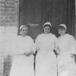 Слева Урсуленко Татьяна Пантелеевна, работала санитаркой с 1950 по 1970 - 71 гг. Источник: Оля Степанова.