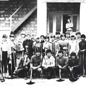 Школа № 1 в лагере труда и отдыха. Источник: Георгий Келе.