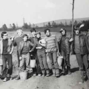 Ученики школы №2 на сборе винограда. Источник: Лариса Жосу.