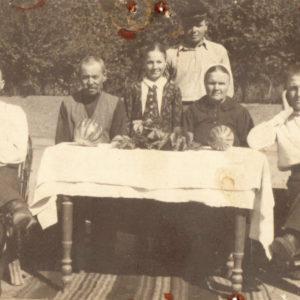 Семья Корлэтяну. 1938 год. Источник: Виктор Присэкару.
