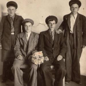 Братья Присэкару. Николай, Василий, Аксентий, Федор. 1951 год. Источник: Виктор Присэкару.