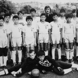 Юные футболисты на стадионе школы №2. Тренер Чепалыга Станислав Иванович.