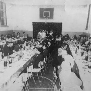 Застолье в спортзале школы №1. 1970 год. Источник: Солвита Грыу.