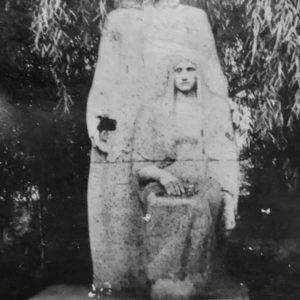 Памятник на месте мемориала. 1977 год. Источник: Диана Спэтэрел.