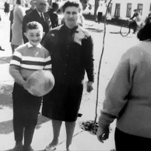 Михаил Укштейн с мамой в центре города. Источник: Михаил Укштейн.
