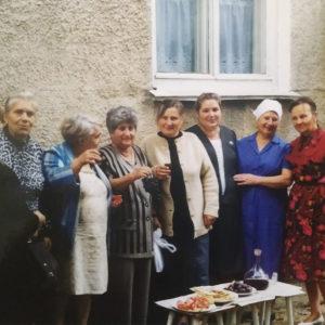 Соседи. Сентябрь 1998 года. Источник: Екатерина Арамэ.